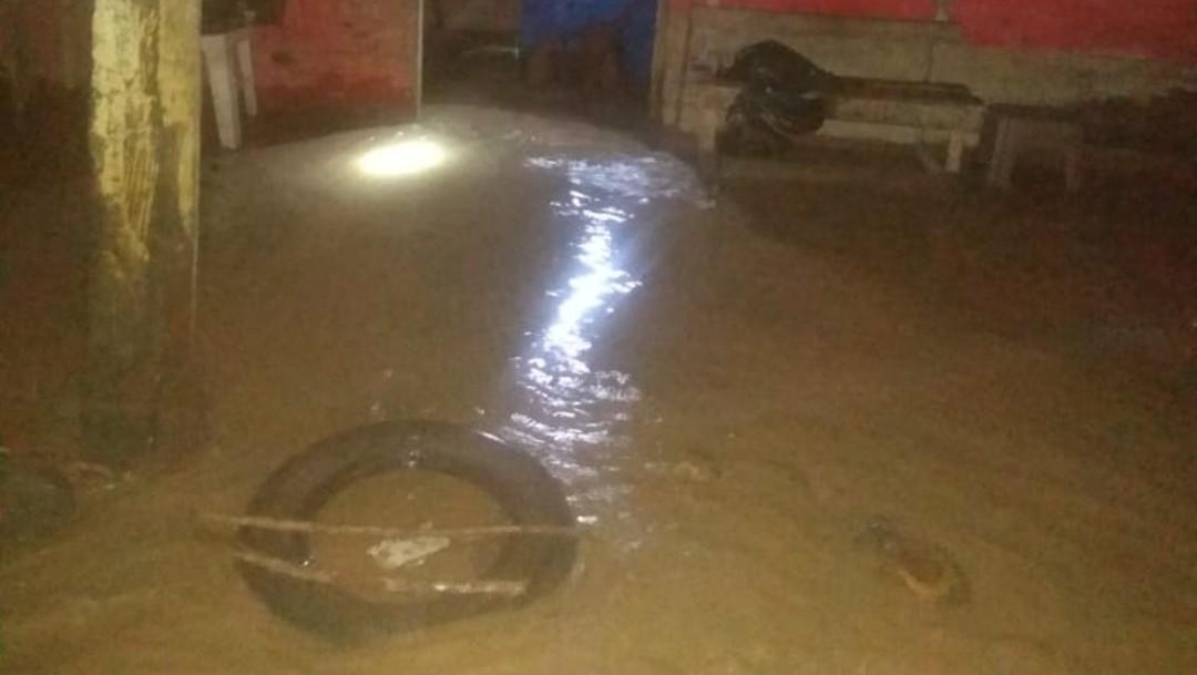 Se desborda río en Coyutla, Veracruz, y causa varias inundaciones
