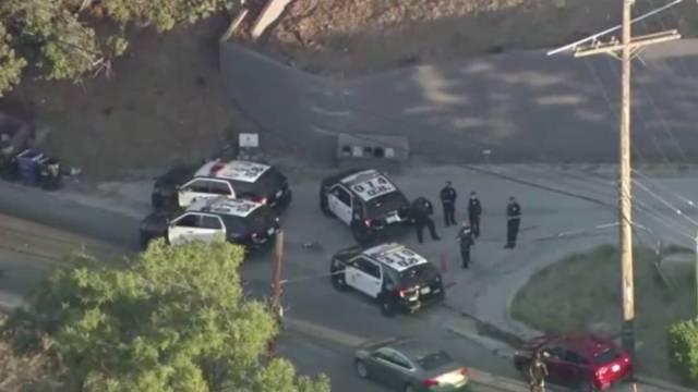 Según reportes locales, el tiroteo ocurrió la madrugada de este martes y al menos tres personas fueron impactadas; dos fueron heridas de gravedad y una más murió