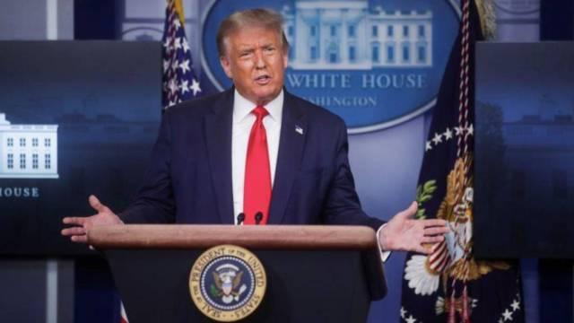 """El presidente Donald Trump afirma que el coronavirus """"está bajo control"""" en EEUU, luego de que una colaboradora de la Casa Blanca reconociera que la epidemia está """"ampliamente extendida"""" en el país"""