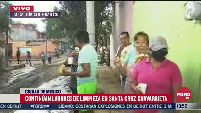 vecinos regalan comida a afectados por deslave en xochimilco