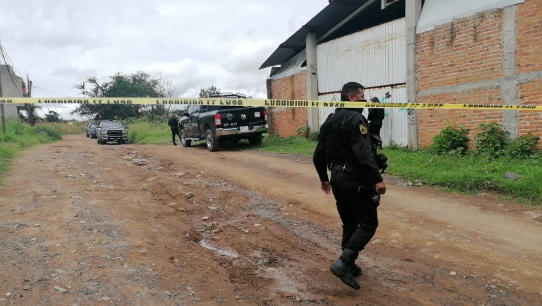 Aseguran bodega con al menos ocho vehículos robados en Tonalá, Jalisco
