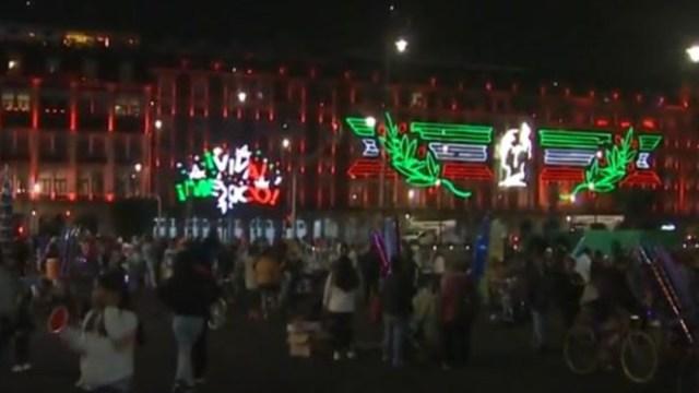 Acuden al Zócalo de la Ciudad de México pese a COVID-19