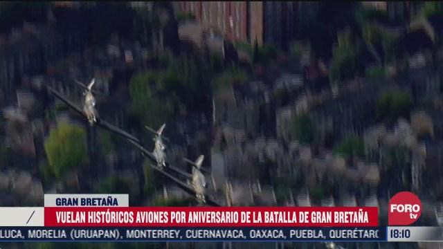 aviones historicos realizan desfile en londres