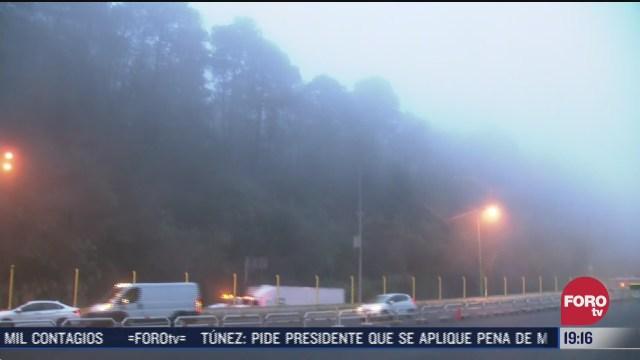 neblina sobre carretera mexico toluca