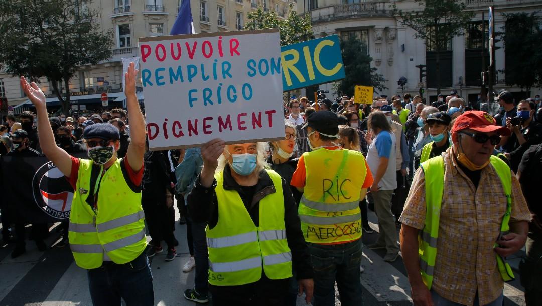 Chalecos amarillos protestan en París, Francia