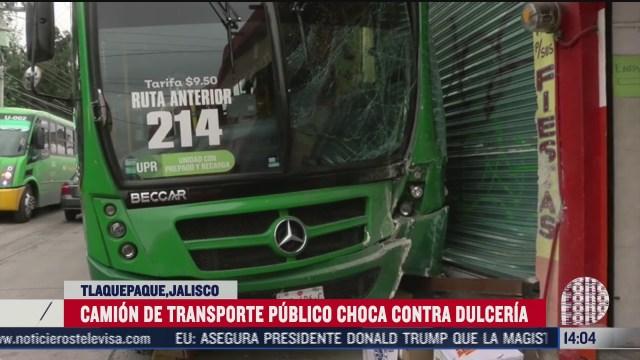 choca camion de transporte publico contra dulceria en tlaquepaque