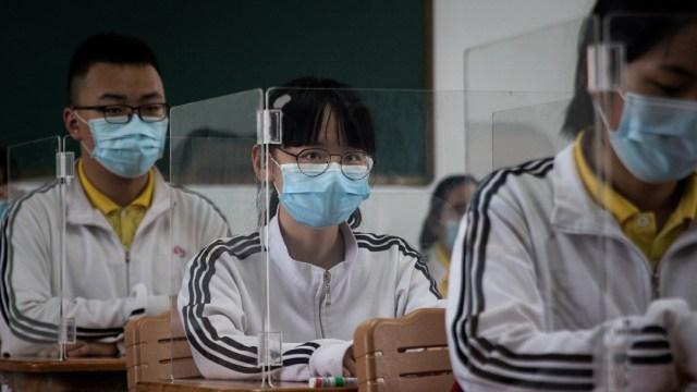 Cerca de 1.4 millones de estudiantes reanudaron sus clases en Wuhan