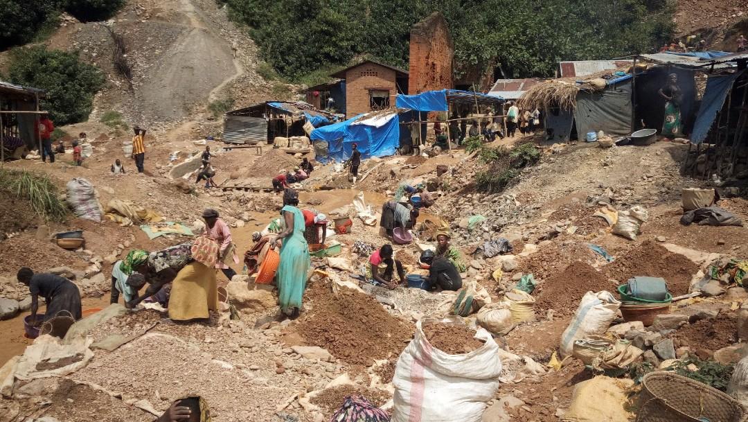 Colapsan pozos mineros en el Congo, reportan al menos 50 muertos