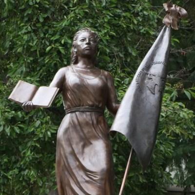 Develan escultura Mexicanas Anónimas Forjadoras de la República en Paseo de la Reforma