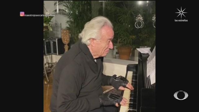 el pianista joao carlos martins vuelve a tocar gracias a guantes bionicos
