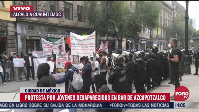 familiares protestan en el centro historico tras desaparicion de dos jovenes en bar de azcapotzalco