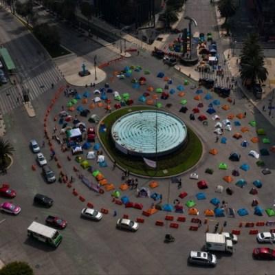 FRENAAA mantiene plantón en Juárez y Reforma con sanitización, desencuentros y rezos