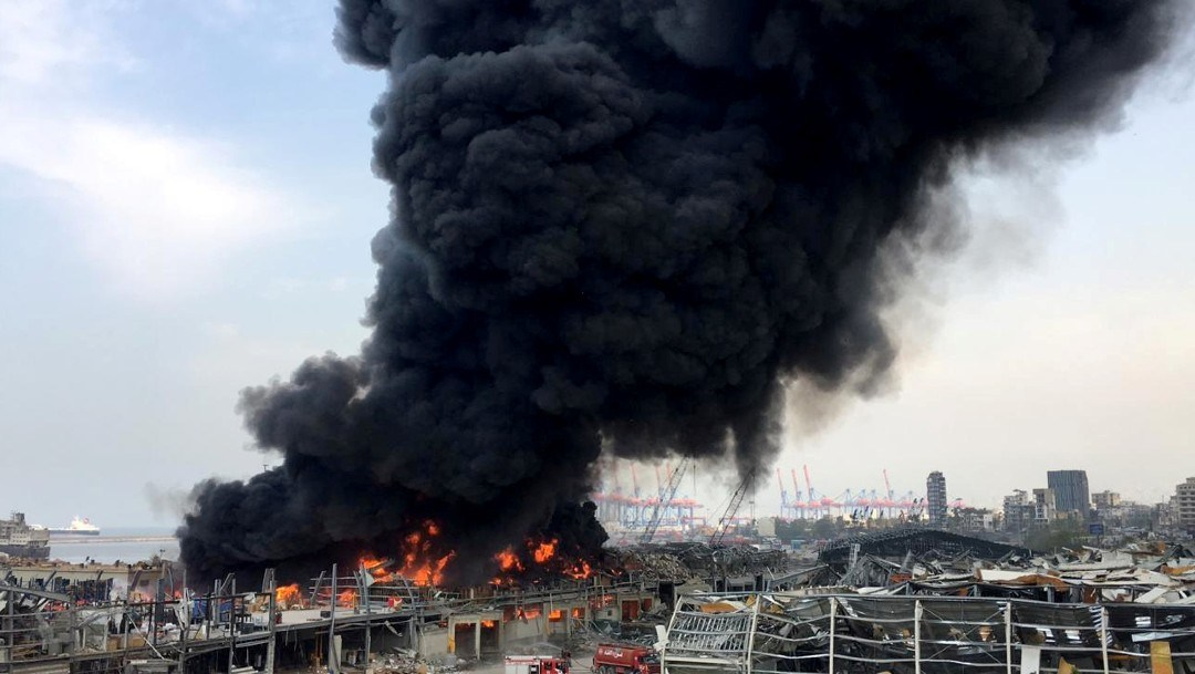 gran incendio en deposito reuters