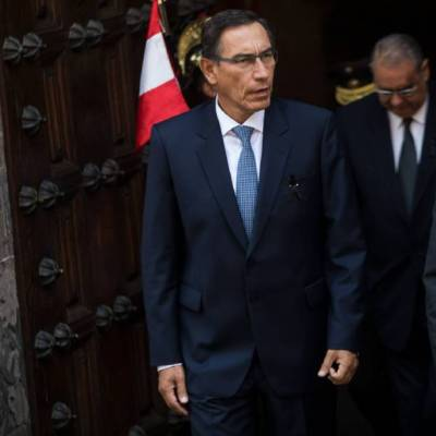 Destitución de Vizcarra en Perú se debilita; líderes políticos rechazan juicio político