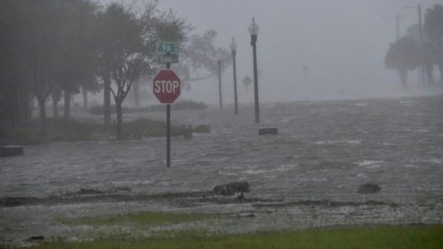 La tormenta tropical 'Beta' avanza hacia Texas y Luisiana