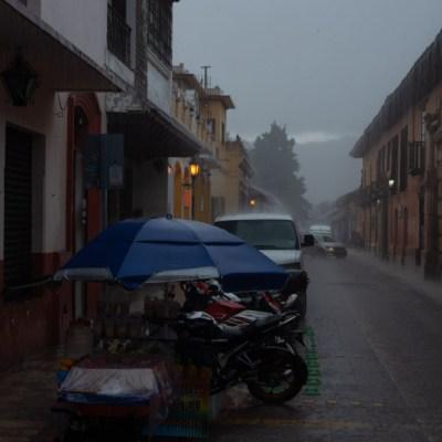 Fotografía que muestra las fuertes lluvias en la zona centro del municipio de San Cristóbal de las Casas, Chiapas