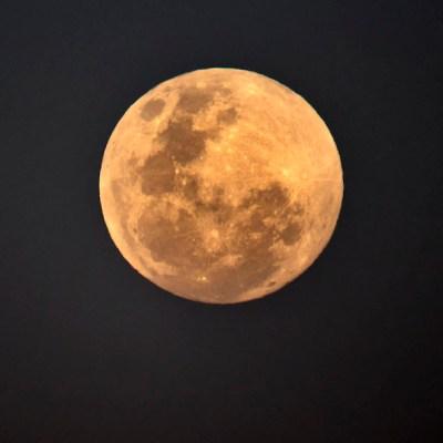 Científicos descubren que la Tierra podría estar oxidando a la Luna