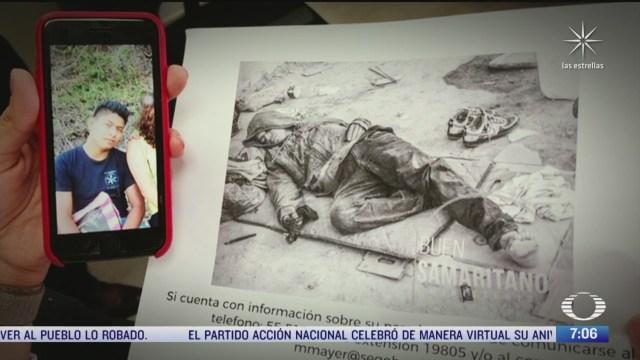 madre de normalista de ayotzinapa identifica a su hijo en una foto