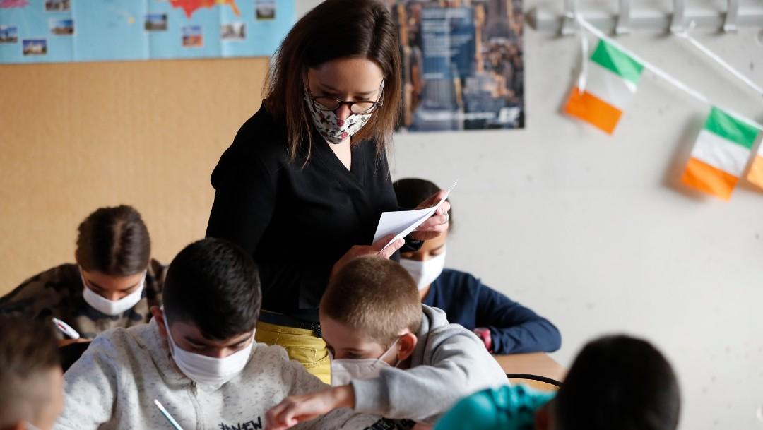 Maestra con alumnos en Estrasburgo, Francia