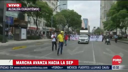 manifestantes avanzan hacia la sep en la ciudad de mexico