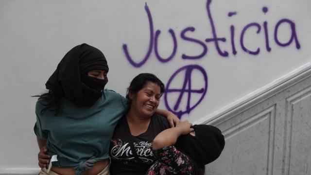 """La CNDH indicó a las manifestante que las instalaciones, hoy clausuradas, """"no son oficinas burocráticas, sino son centros de recepción y atención de quejas para defender los derechos humanos"""""""