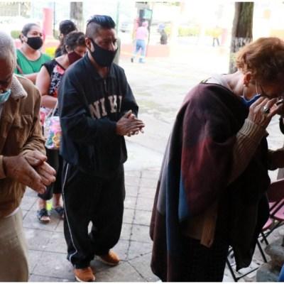 OMS recuerda evitar saludar con el codo durante la pandemia del COVID-19
