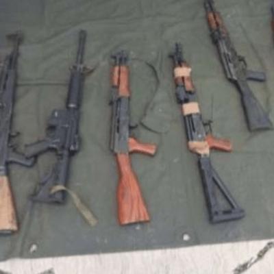 Militares aseguran armamento y detienen a nueve en Michoacán