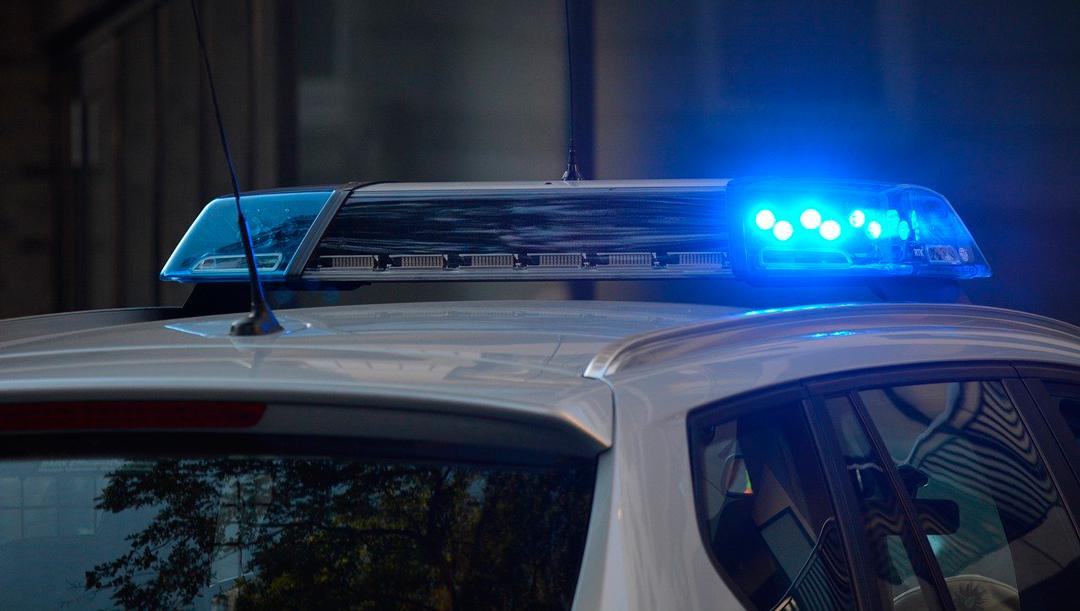 Policías de Neza golpean a enfermera que pidió su ayuda tras accidente
