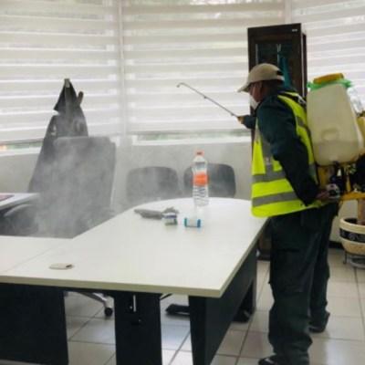 Sanitización de las oficinas de la Guardía Nacional, ubicadas en alcaldía Cuajimalpa. (Foto: @AlcCuajimalpa/archivo)
