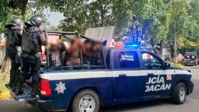 Se enfrentan comuneros y policías en Uruapan, Michoacán; hay 22 detenidos