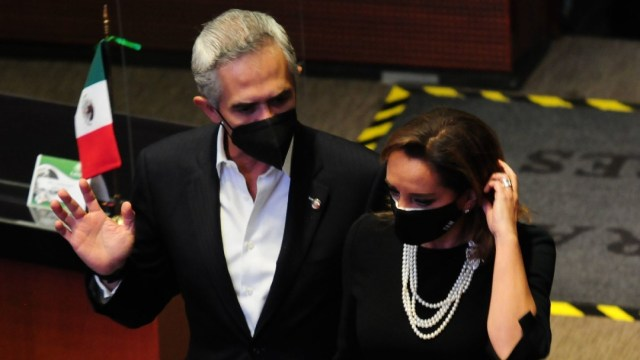 Miguel Ángel Mancera, senador por el PRD y Claudia Ruiz Massieu, senadora del PRI, dura te la sesión de este martes