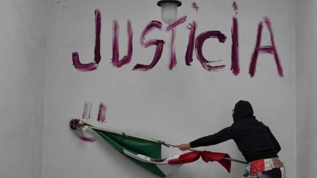 Colectivos feministas y de víctimas de violencia de género lanzaron un pliego petitorio para liberar las oficinas de la CNDH