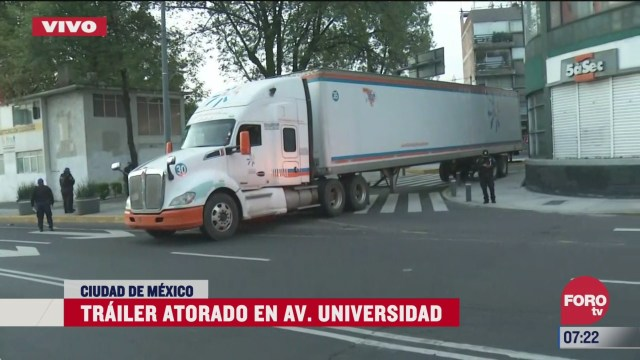 trailer se atora en universidad y copilco