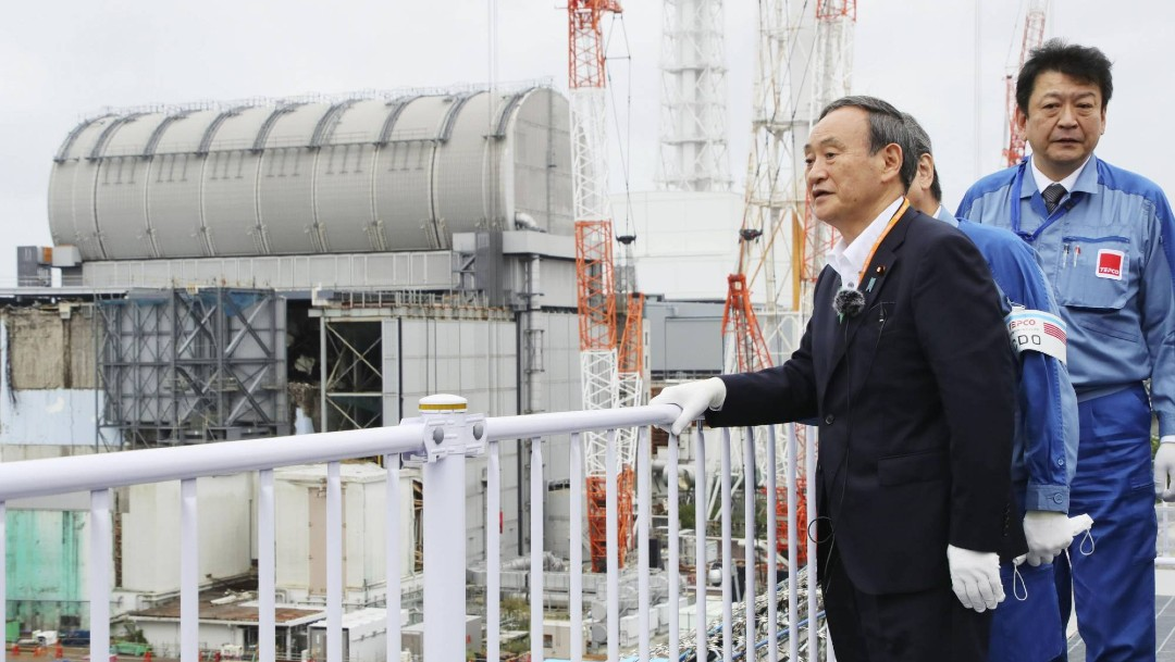 Yoshihide Suga, nuevo primer ministro japonés, visita la central de Fukushima