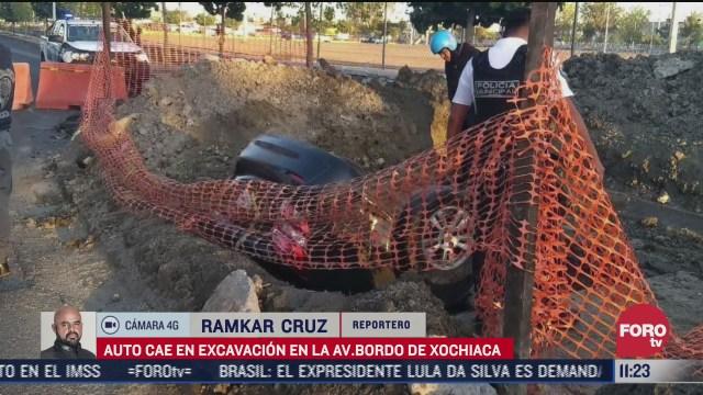 auto cae en zanja en el bordo de xochiaca