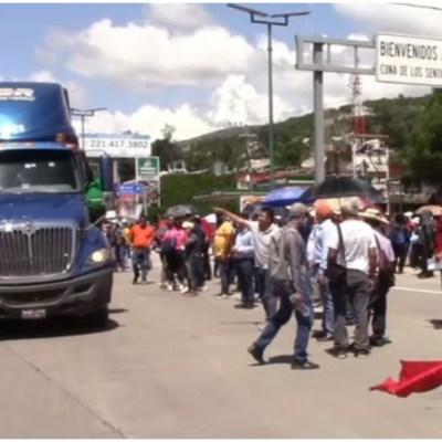 Maestros bloquearon parcialmente la Autopista del Sol en Guerrero
