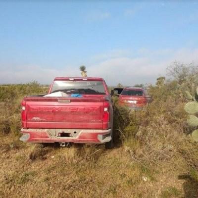 Localizan 13 cuerpos dentro de dos camionetas en San Luis Potosí