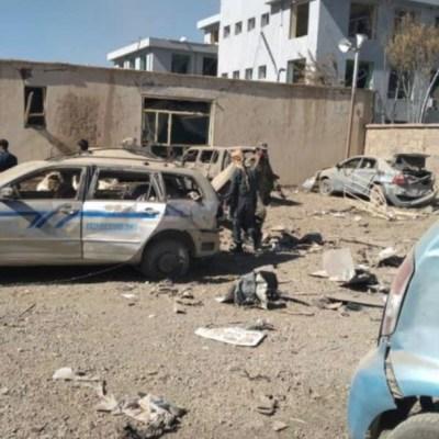 Explosión de coche bomba en Afganistán deja decenas de muertos y heridos