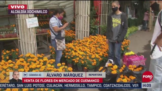 continua venta de flores de cempasuchil en el mercado de cuemanco