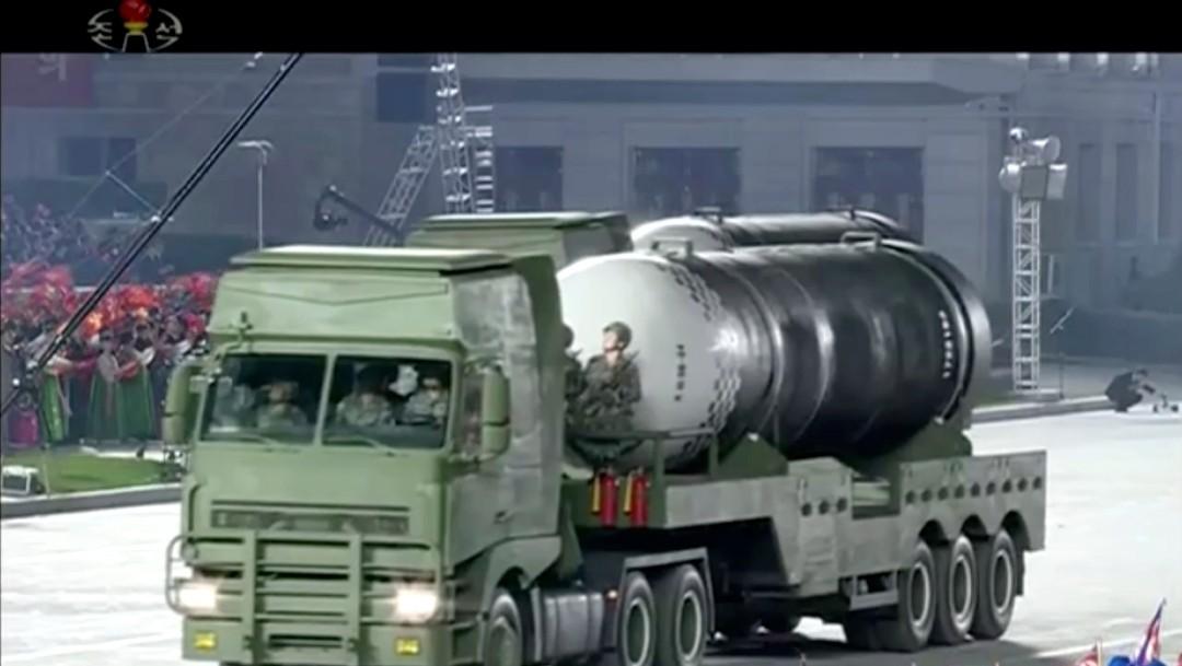 Corea del Norte presenta misil balístico durante desfile militar y preocupa a Seúl