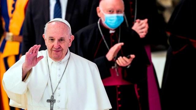 El papa Francisco reanuda las audiencias en interior sin usar cubrebocas