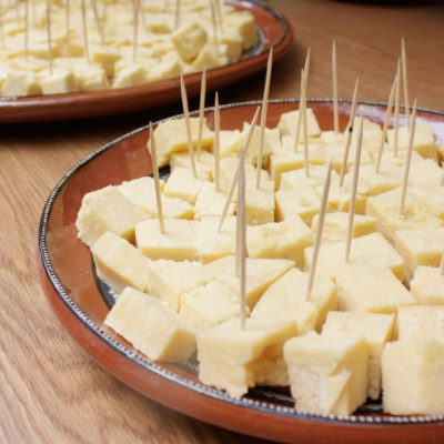 Fabricantes de queso rechazan prohibición de venta por engañar al consumidor