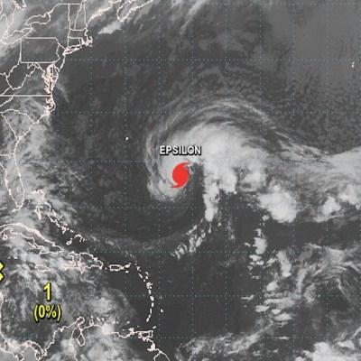 'Epsilon' se convierte en huracán en su avance hacia Bermuda