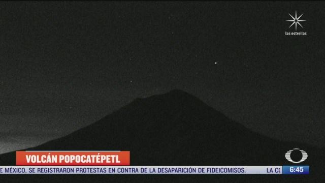 espectacular estrella fugaz pasa por el popocatepetl