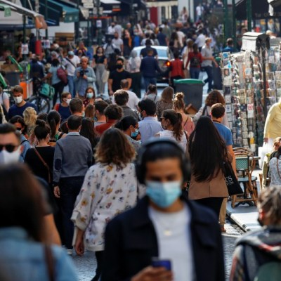 París podría ser declarado 'zona de alerta máxima' por repuntes de casos de COVID-19