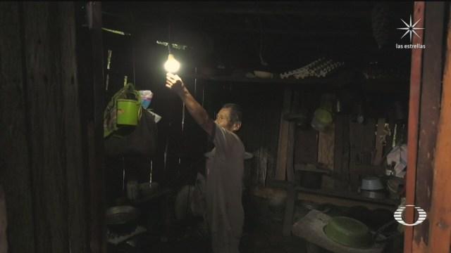 gobierno de guerrero entrega paneles solares en comunidades sin luz electrica