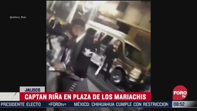 graban pelea entre mariachis y un grupo de jovenes en guadalajara