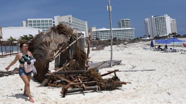 Habitantes de Quintana Roo evalúan daños tras paso del huracán 'Delta'