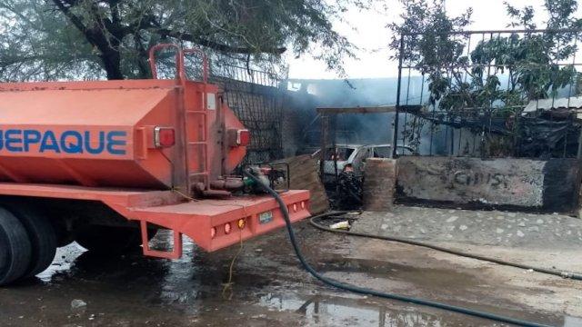 Hombres armados atacan e incendian vivienda en Tlaquepaque, Jalisco