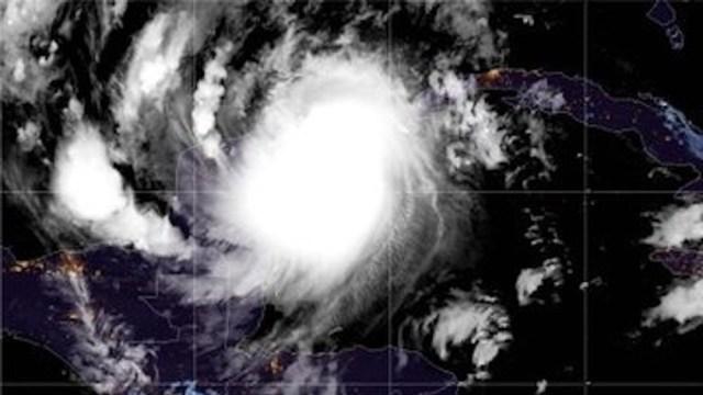 Huracán 'Delta' toca tierra cerca de Puerto Morelos